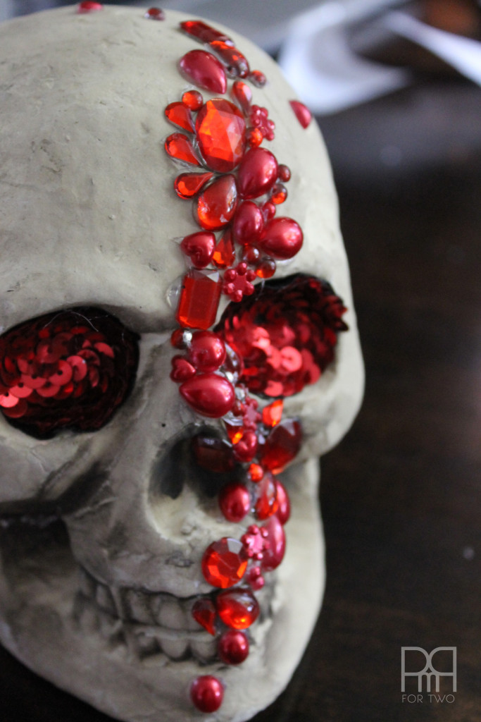 Make your own glam DIY Jewelled Skull for under 6$ using supplies from the dollar store