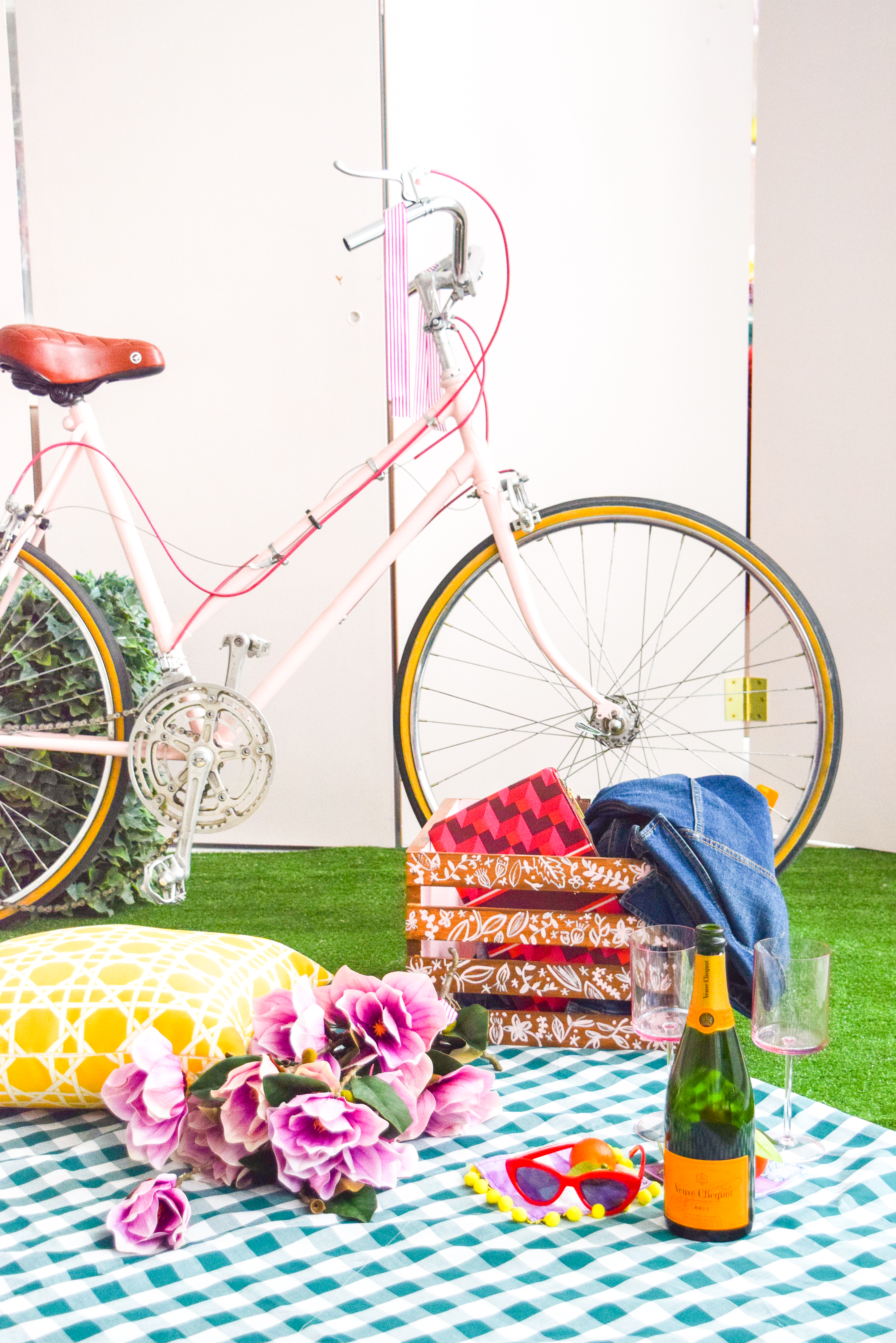 Get your summer bike situation sorted with this DIY Bike Picnic Crate. I transformed a wooden crate using some wood stain, paint and old belts! You can do the same too, just come grab the deets.