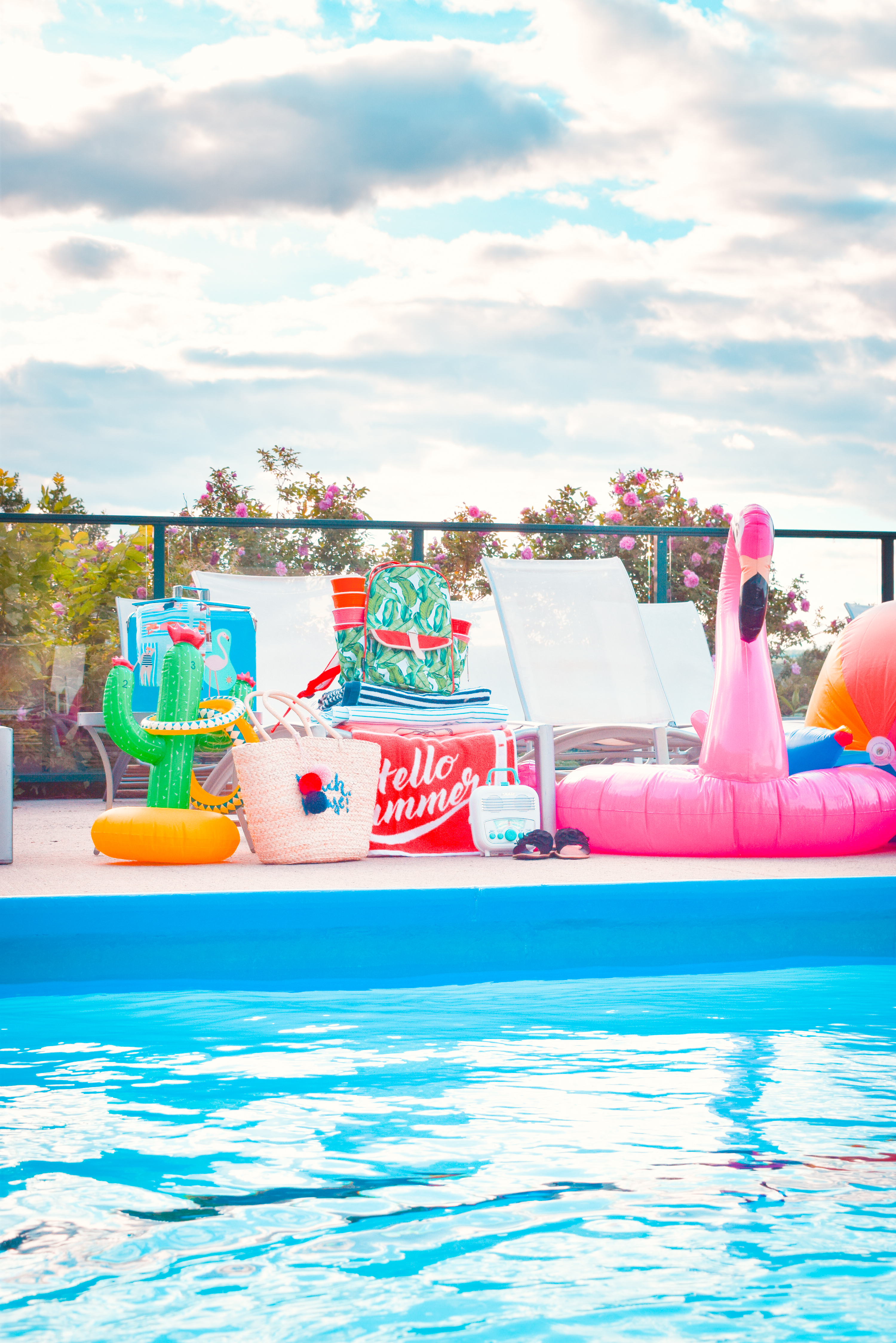 Anyone can host a snazzy pool party at their own home, but how realistic is that for the general population? If you're also a millennial, pool ownership any day soon is straight up - not in the cards. Instead I thought I'd show you guys how my crew and I throw a public pool party with Homesense.