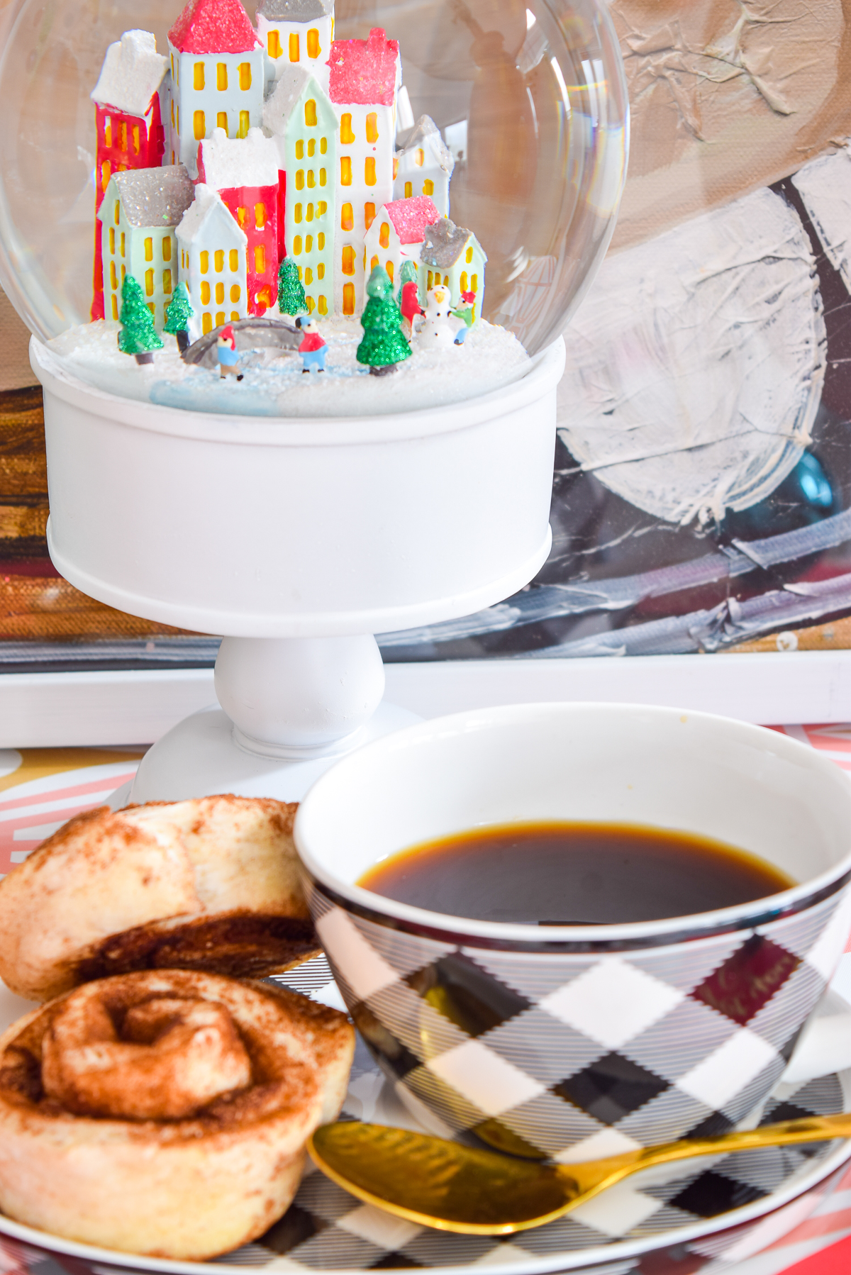 It happens EVERY year - your coworkers want to come by for a drink after work, your friend stops by for coffee (and a chit chat) unexpectedly, and you get roped into a cookie exchange of some kind. With a bit of planning, you can be ready for all 3 of those holiday entertaining scenarios - all you need is a trip to Homesense!