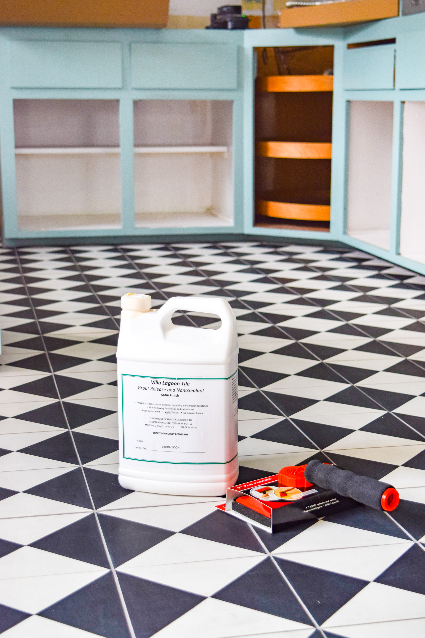 Choosing a retro kitchen floor tile is easy when you go with a cement tile! Villa Lagoon Tile has got an amazing selection, and they're so durable.