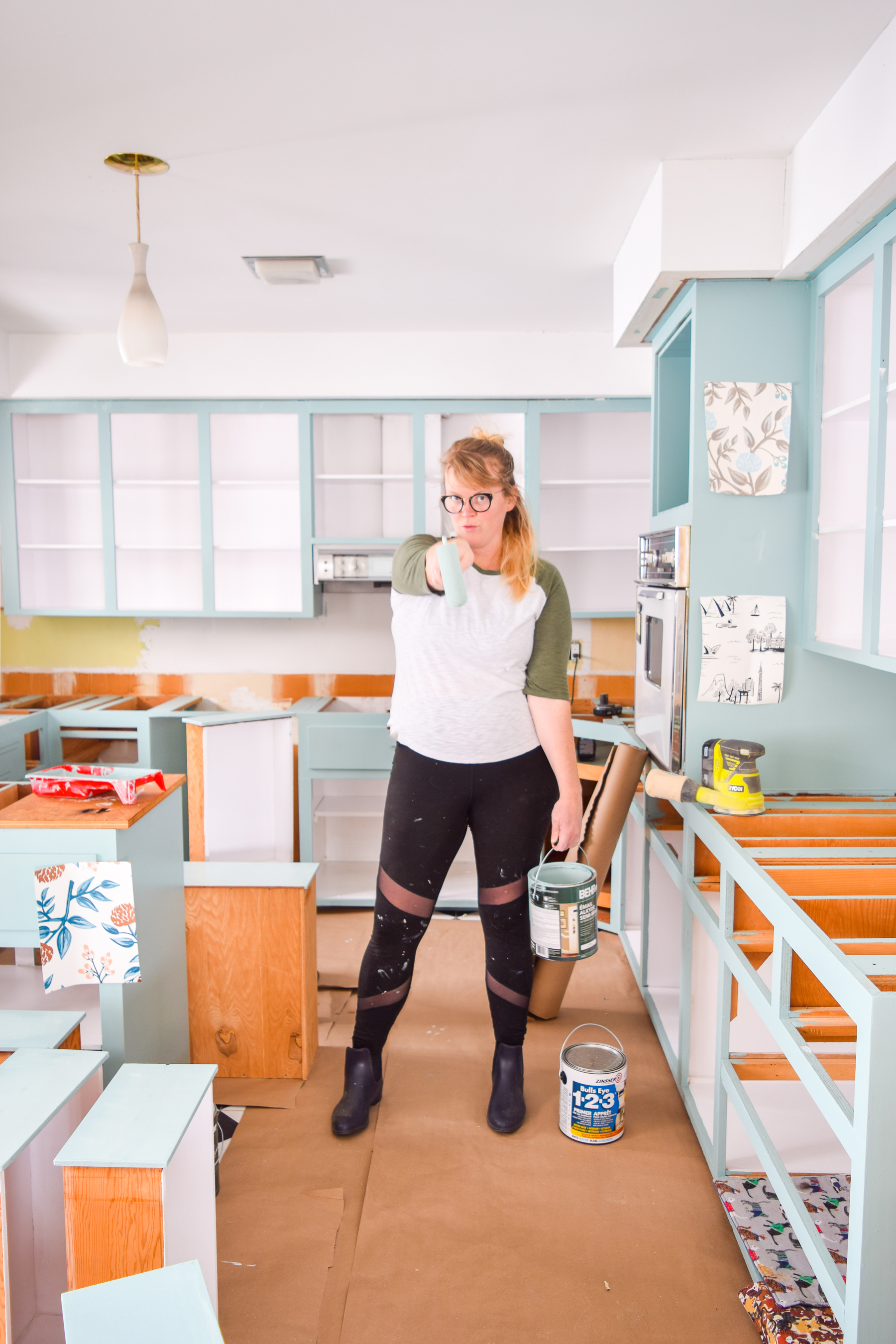 how to paint your plywood kitchen cabinets: first of all, do you even? Yes, paint them, and use the right paint formula and tools! Retro Kitchen can be cute again.