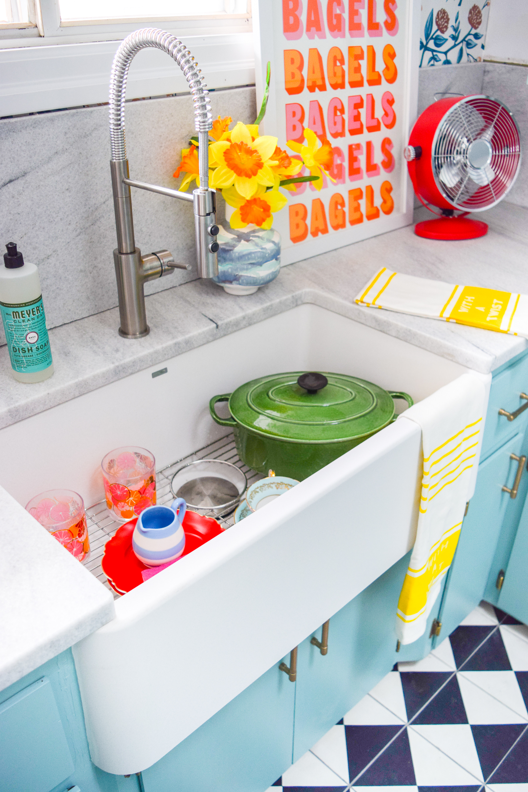 Choosing a retro kitchen sink for a modern retro kitchen is easier than you'd think, if you're looking in the right place! Come see where we got ours.