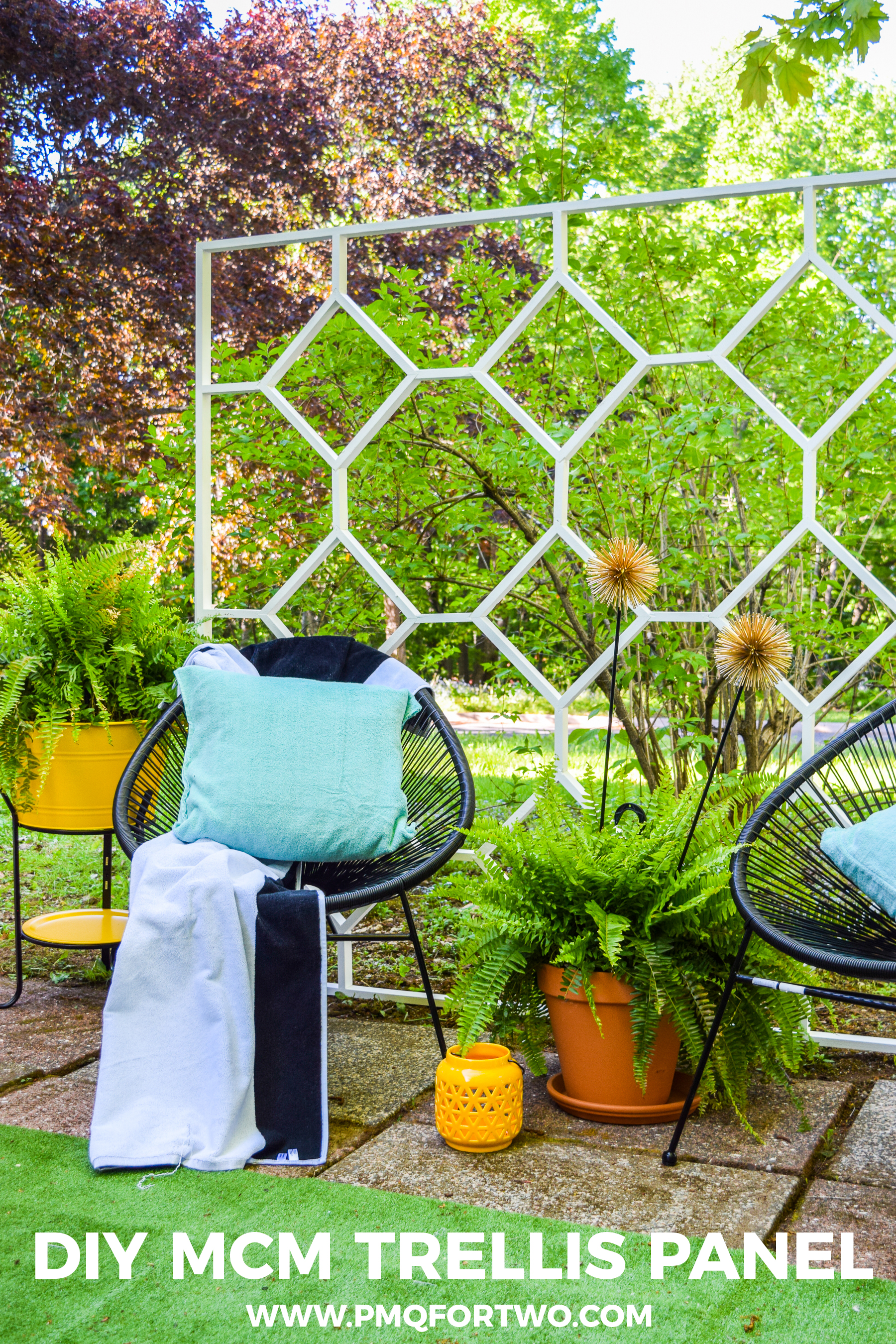 Build a DIY MCM Trellis Panel using materials from your local Home Depot, and finish with Behr's outdoor paint. Grab the tutorial and cut list on the blog!