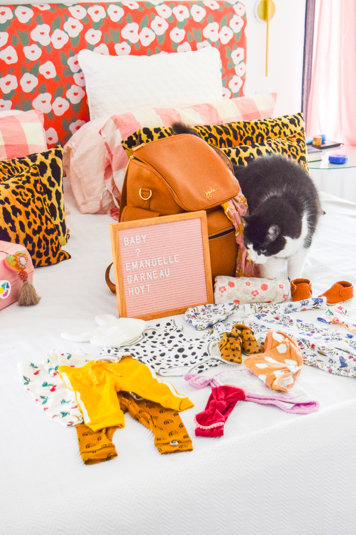 What to pack in your hospital bag? There are tons and tons of lists out there, but I've decided to keep it simple including what to pack for baby, and what to wear into the hospital.