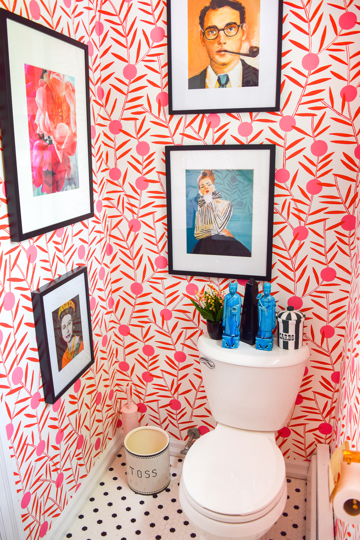 With the help of a little colour, and a lot of shiny brass, I created a powder room that packs a punch! Come see which products I nabbed from Signature Hardware & Build.com to make it happen.