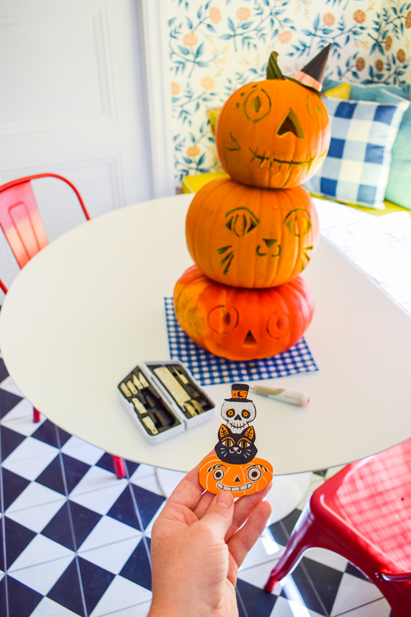 With Fiskar's easy change knife set, I handily carved a series of ghoulish jack-o-lanterns to stack. If you've ever wondered how to make a stacked pumpkin topiary, this tutorial is for you!