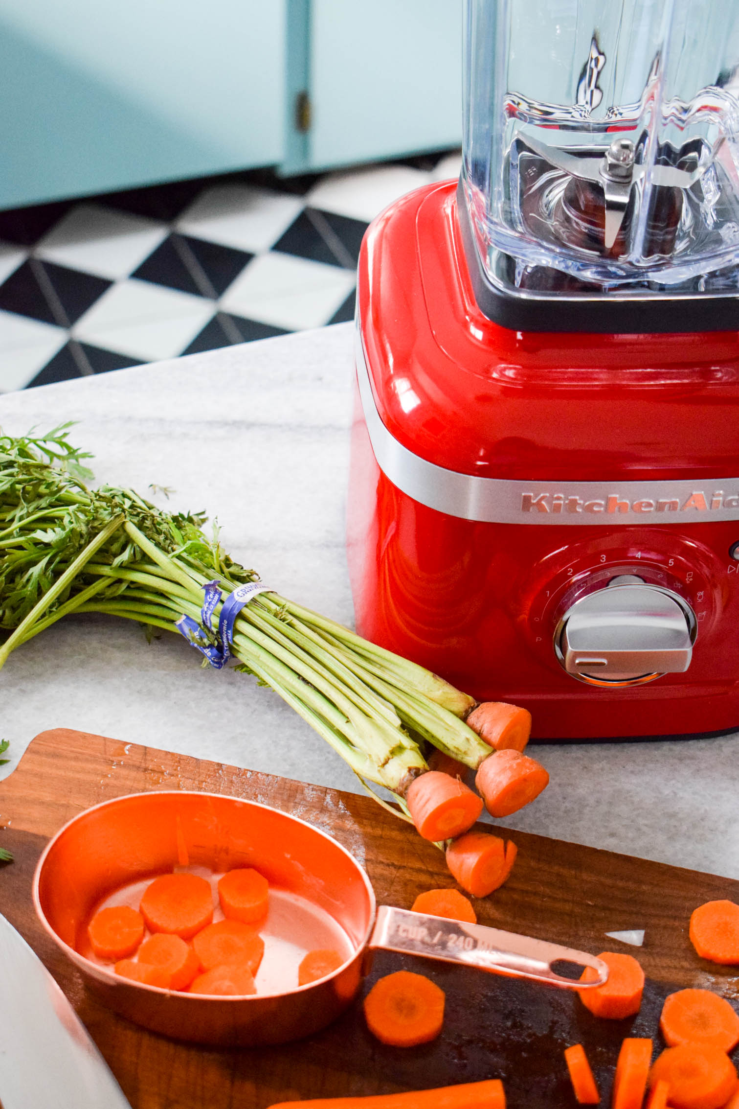 Whip up a tasty, hearty, and delicious carrot and ginger soup. Add whipped cream for an extra texture, and enjoy on a cold fall day. Your KitchenAid K400 Blender makes it an easy job.