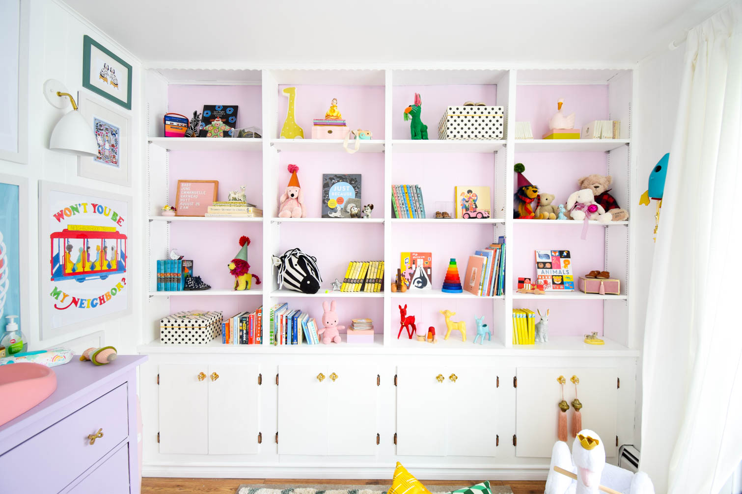 My tried and tested nursery bookshelf styling tips are easy to do, and will make any space look playful and expertly designed.