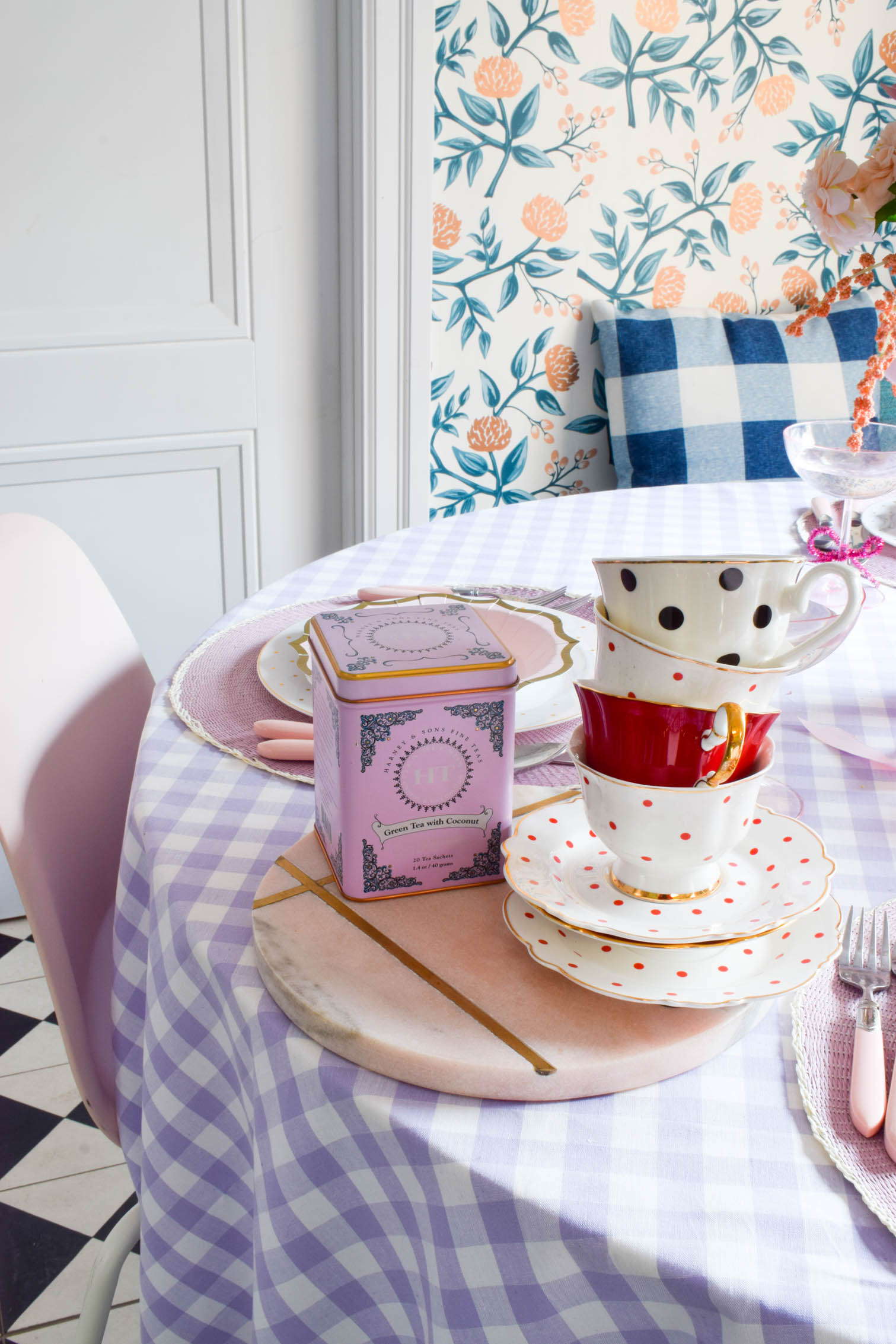 valentine's day table decor doesn't just have to be heart diecuts and cinnamon hearts. A soft purple tablescape, with shades of pink is all you need.