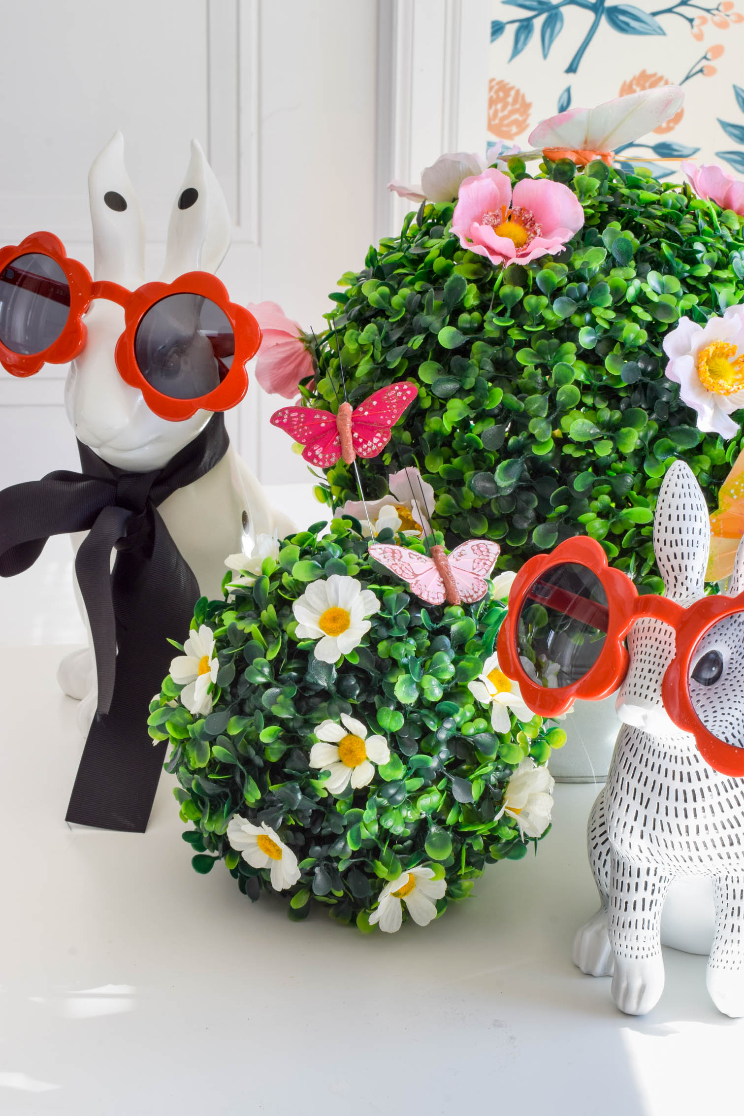 Make an Easy spring floral centrepiece using classic boxwood and silk flowers. Mod style with modern vibes. Don't forget the bunnies with sunnies!