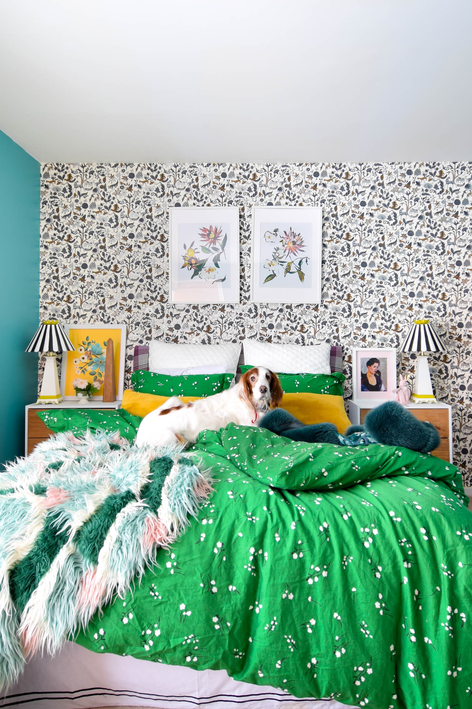 I turned our spare bedroom into a green and blue bedroom worthy of any guests, thanks to wallpaper and paint. Come check it out, be inspired!