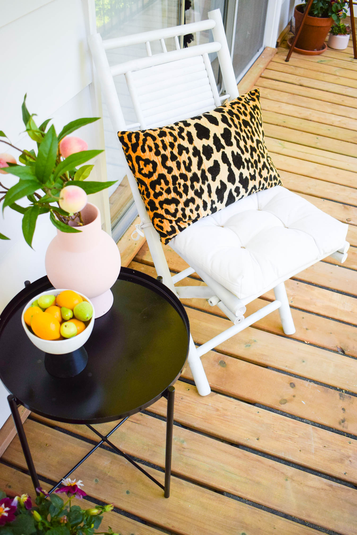 This summer is about enjoying what's at home, and enjoying your surroundings. Here's a few ideas for colourful summer entertaining decor to keep cool in style.