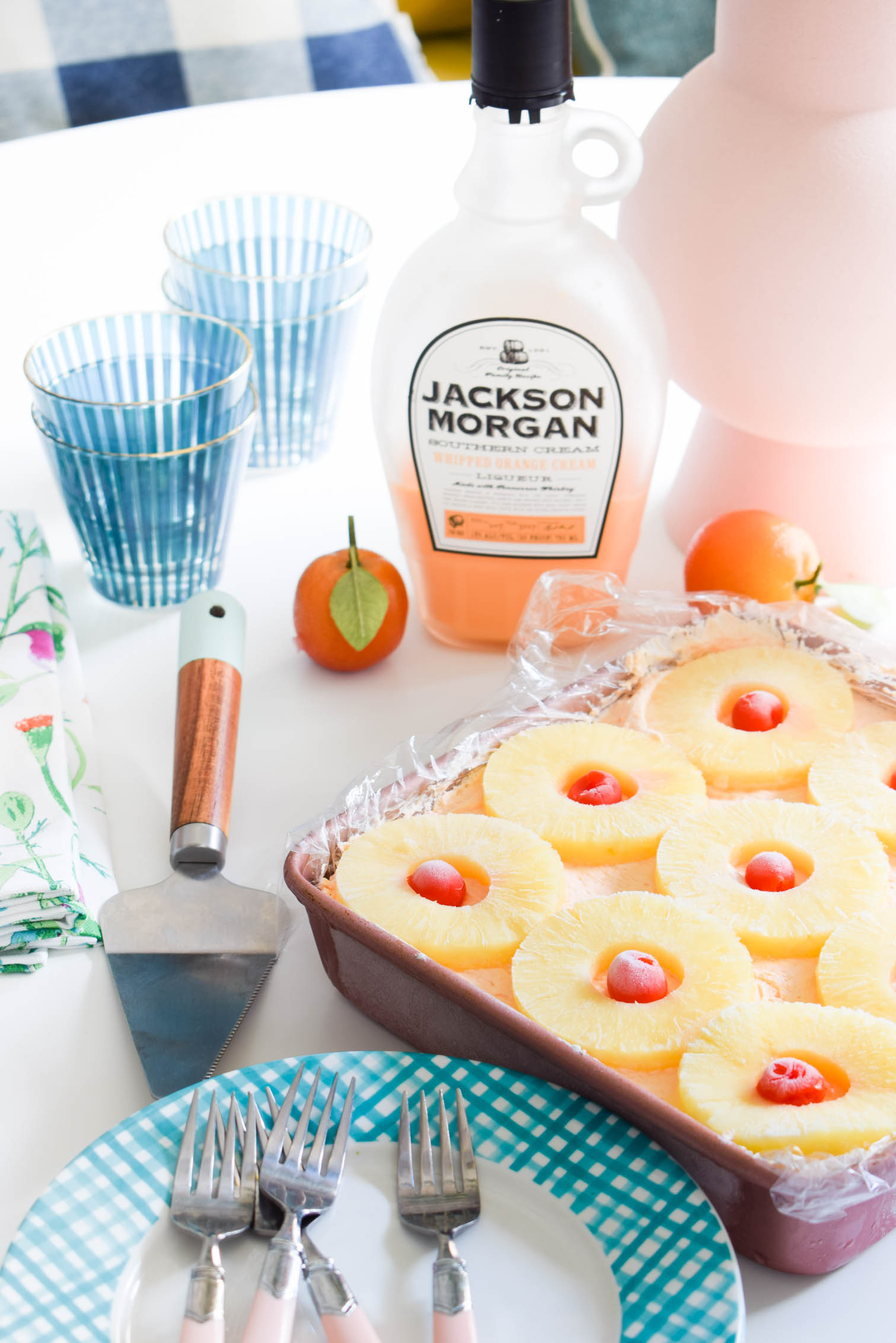 Whip-up some no-bake hawaiian punch cheesecake bars in time for dessert! All you need is some Jackson Morgan in your fave flavours.