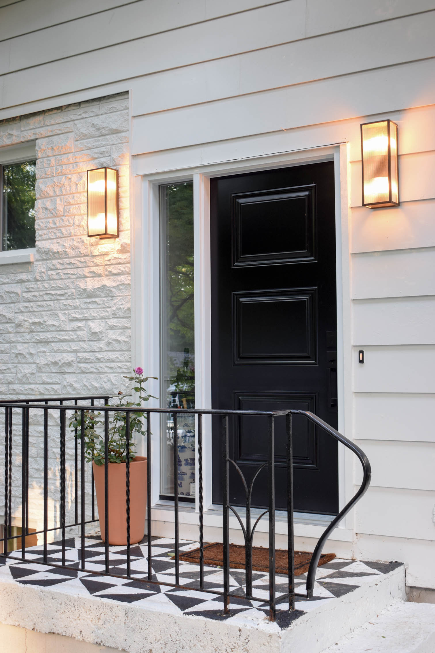 I've got the skinny on choosing MCM Exterior lighting, including the best source, and what you need to keep in mind when picking a fixture.