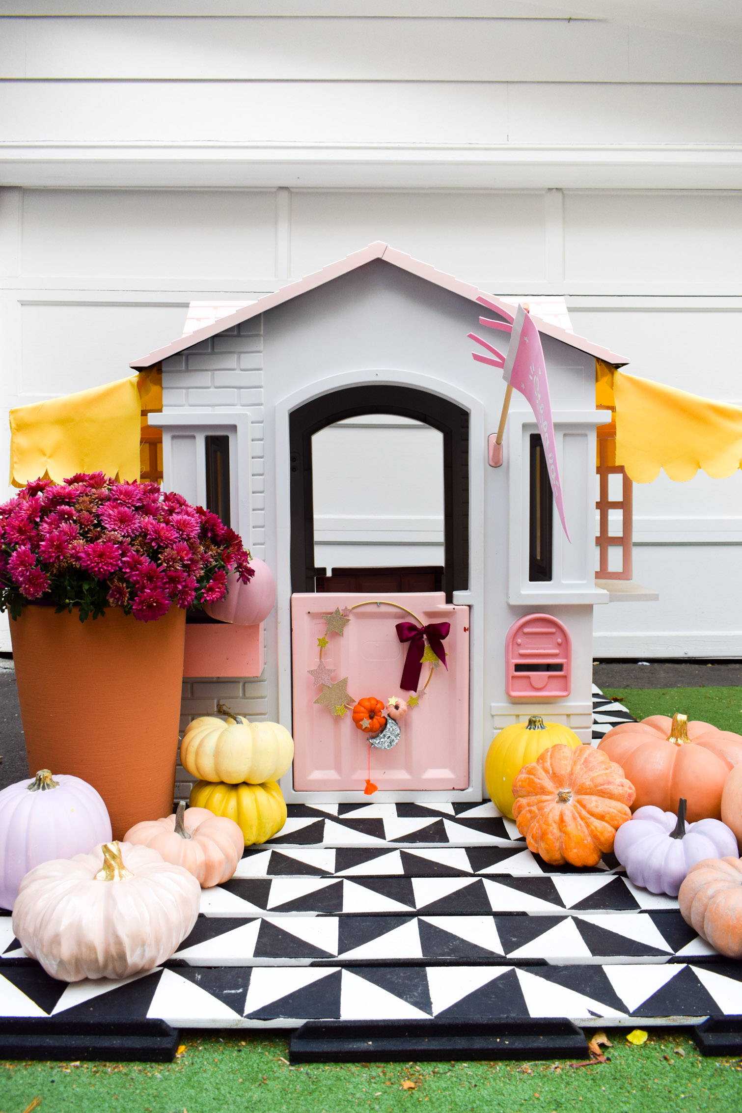 Using glitter cardstock and craft pumpkins, create a star and pumpkin fall wreath. A hoop wreath for your front door, and one for the playhouse too!