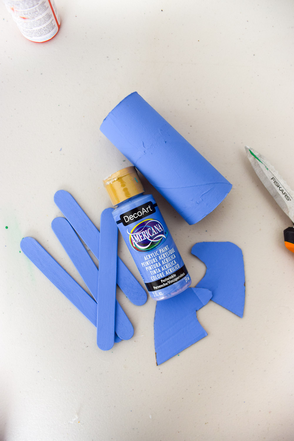 diy toilet paper roll horses are the perfect rainy day craft, and your little ones will get some mileage out of them. Come see how!